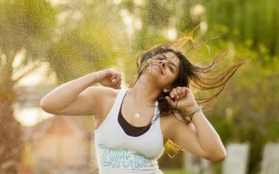 Energizáló zumba edzés otthon maradóknak